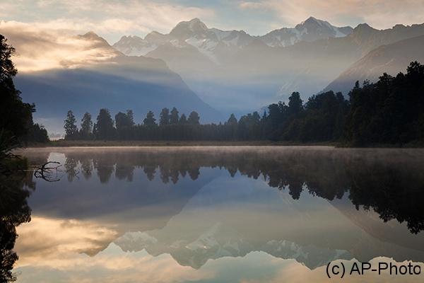 Early Morning, Lake Matheson