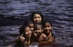 Badende Kinder, Canaima in Venezuela (2006)